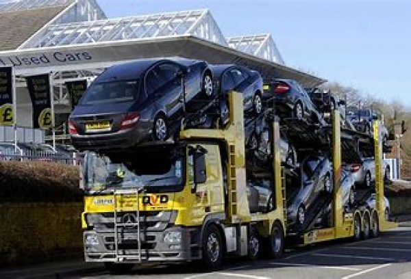 Transportatorii de vehicule, victime colaterale ale blocării producției auto